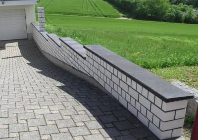 Kalksandsteinmauer mit Abdeckungen