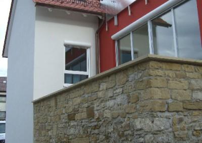 1.1 Neubau mit echter Natursteinwand  (Aussenansicht)
